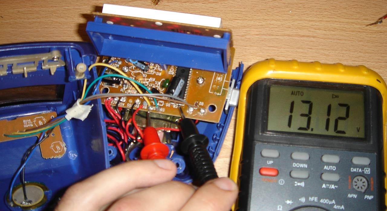 De Accm Application Note Hacking An Alarm Clock This Is Digital Schematic Diagram Circuit Quite Complex So Now We Can Move On To Analyzing The Snooze Button After Unplugging Use Continuity Function Of Our Multimeter See Which Pair